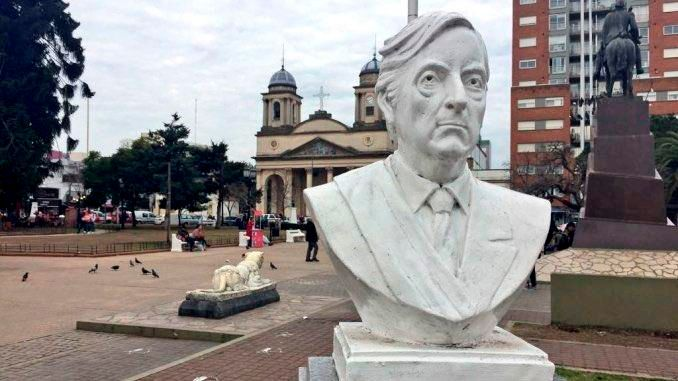Like in Ecuador, they will now remove a Kirchner bust from the Plaza de Morón