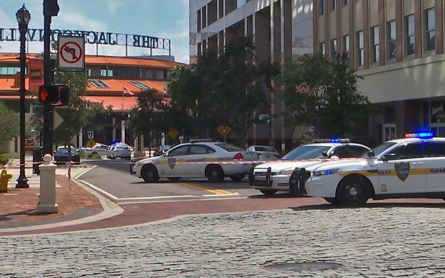 """EE.UU: un tiroteo masivo deja """"varios muertos"""" en Jacksonville"""
