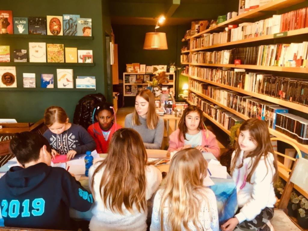 Jornada de lectura para los chicos con una cuentacuentos