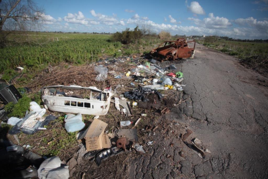 Buscan controlar el acceso al camino Negro para evitar el vuelco de basura