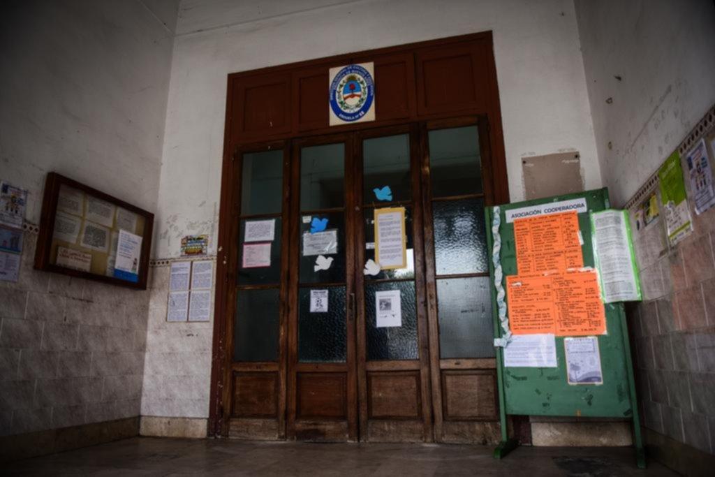 El operativo poselectoral no dio abasto y en algunos colegios se complicó el regreso a clases