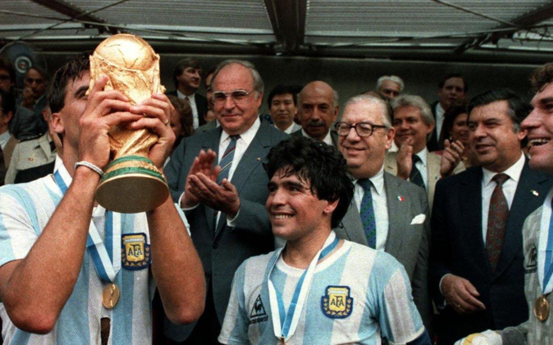 """El emotivo mensaje de Diego Maradona para despedir al """"Tata"""""""
