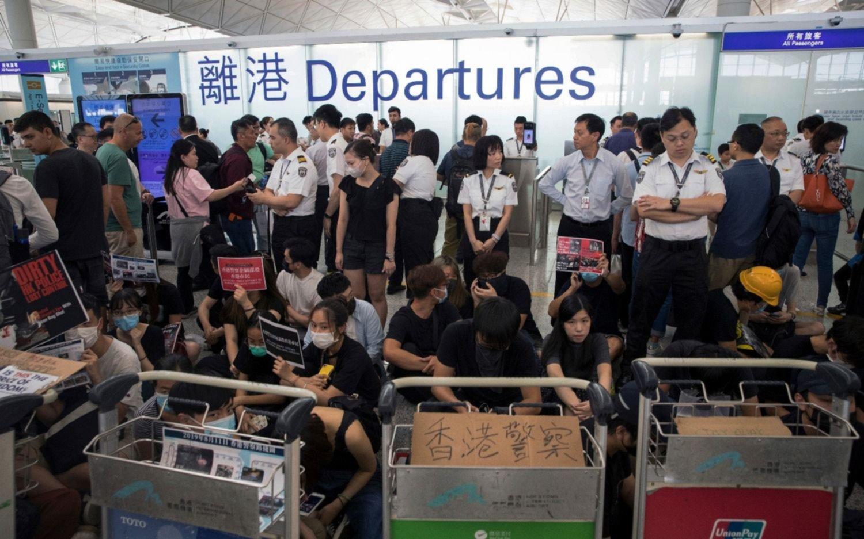 Una nueva protesta recalienta la crisis en Hong Kong