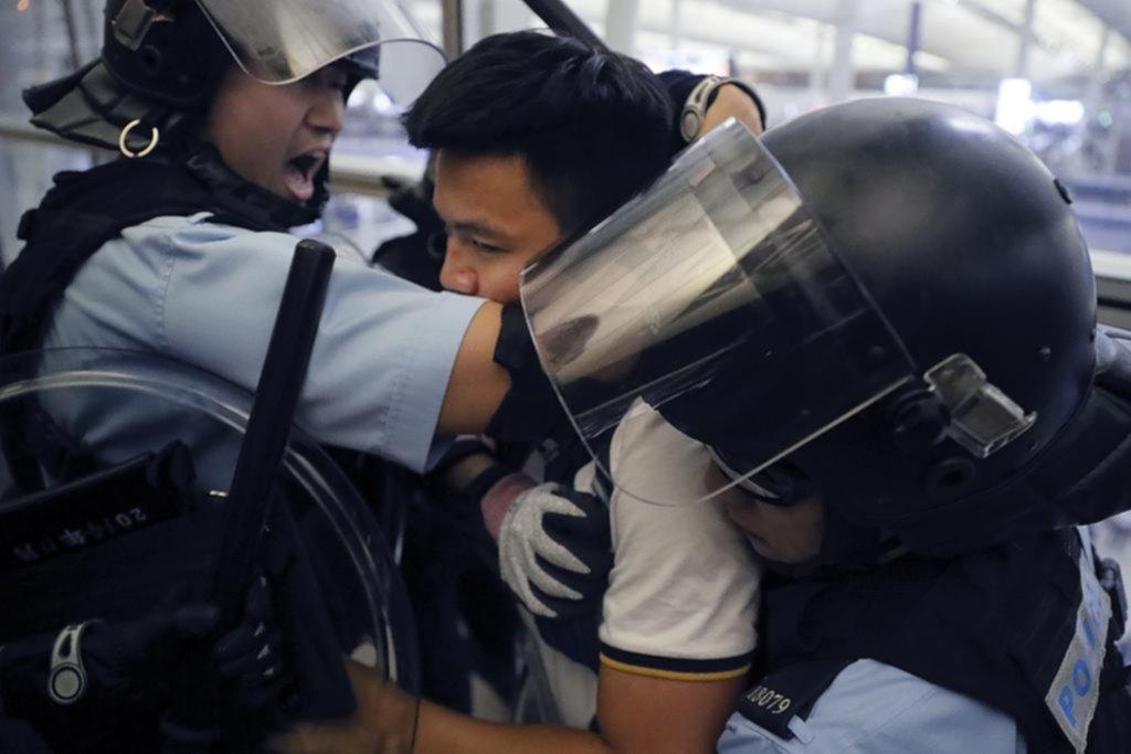 Violencia en el aeropuerto Hong Kong