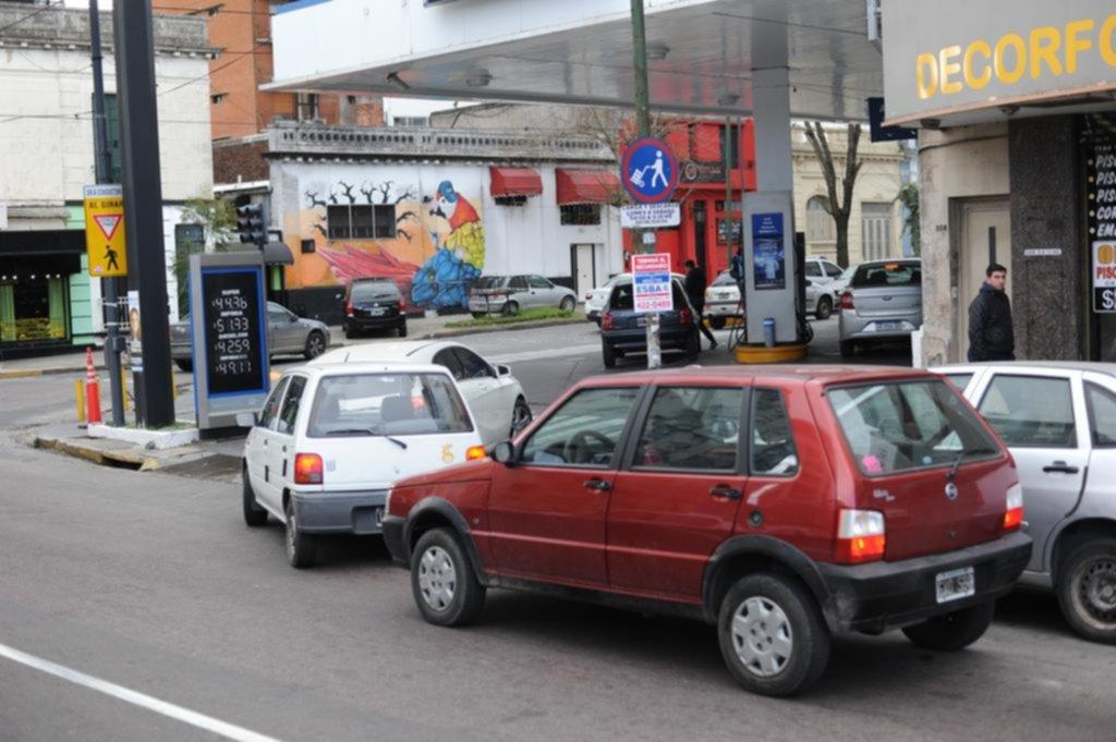 Los combustibles, a la espera de un dólar de referencia para definir los aumentos