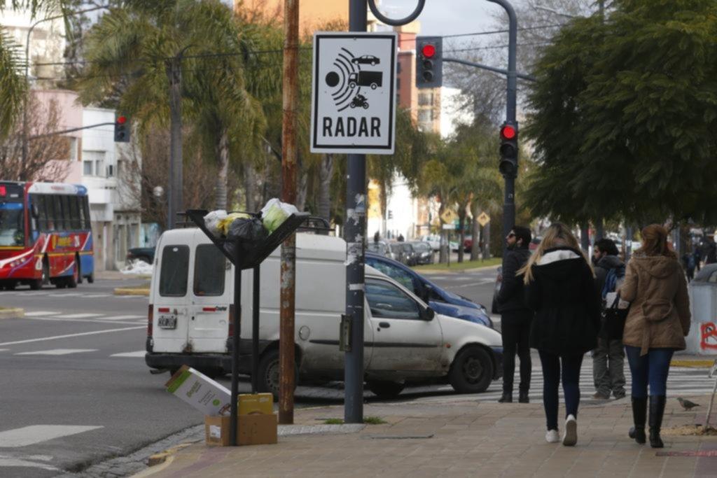 Aparecen radares y carteles pero no hay fecha para que se apliquen las multas