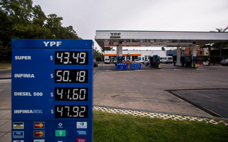 El Gobierno y empresas petroleras negociarán el congelamiento de precios de los combustibles