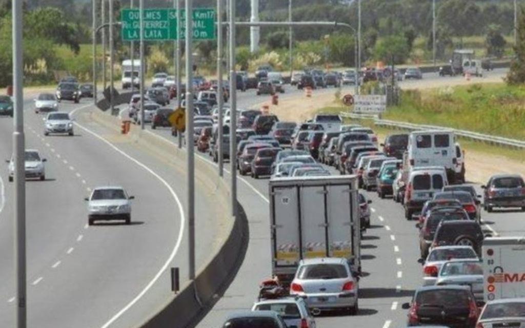 Un choque fatal en Quilmes generó una fila de once kilómetros en la Autopista