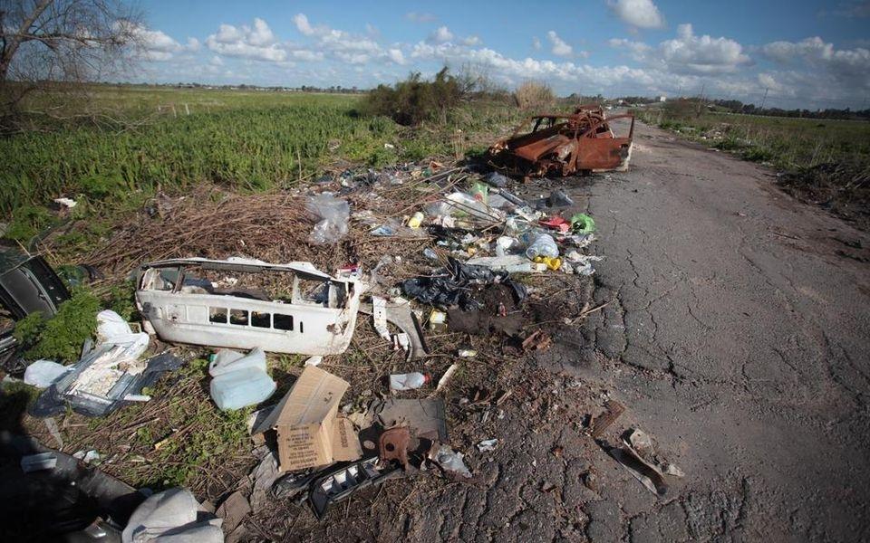 Prometen controlar el acceso al camino Negro para evitar el vuelco de basura