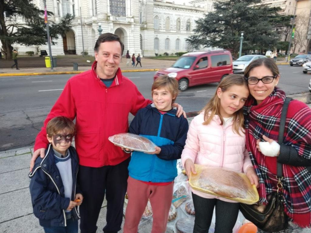 Tortas solidarias, payasos y teatro infantil: los más chicos se adueñan del finde para festejar