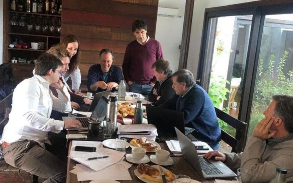 Arrancó Lacunza con reuniones clave y hoy llevará su plan a Macri