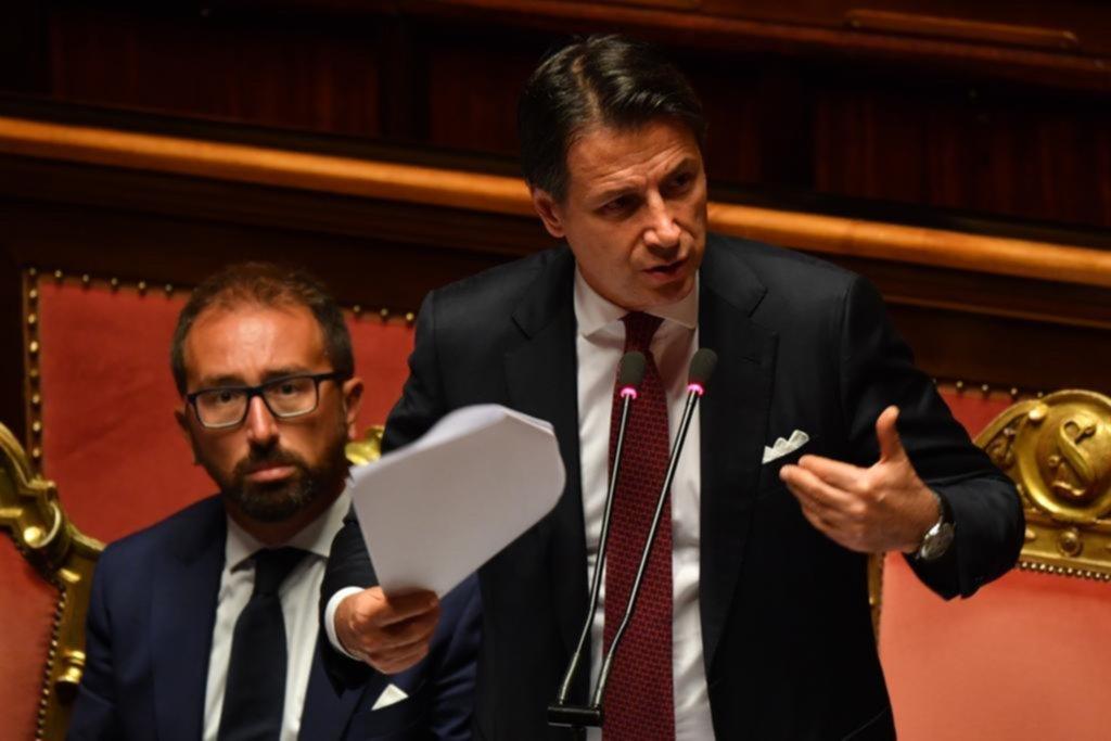 Dimitió el primer ministro y se agrava la crisis política en Italia