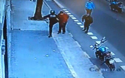 Excarcelan al policía que causó la muerte de un hombre tras derribarlo de una patada