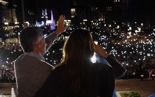 Macri saludó a miles de manifestantes en la Plaza de Mayo y hubo movilizaciones en todo el país