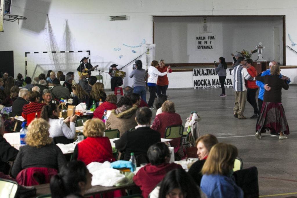 Con misa, música y bailes coronaron la celebración por la Cruz de Mailín en 19 y 62
