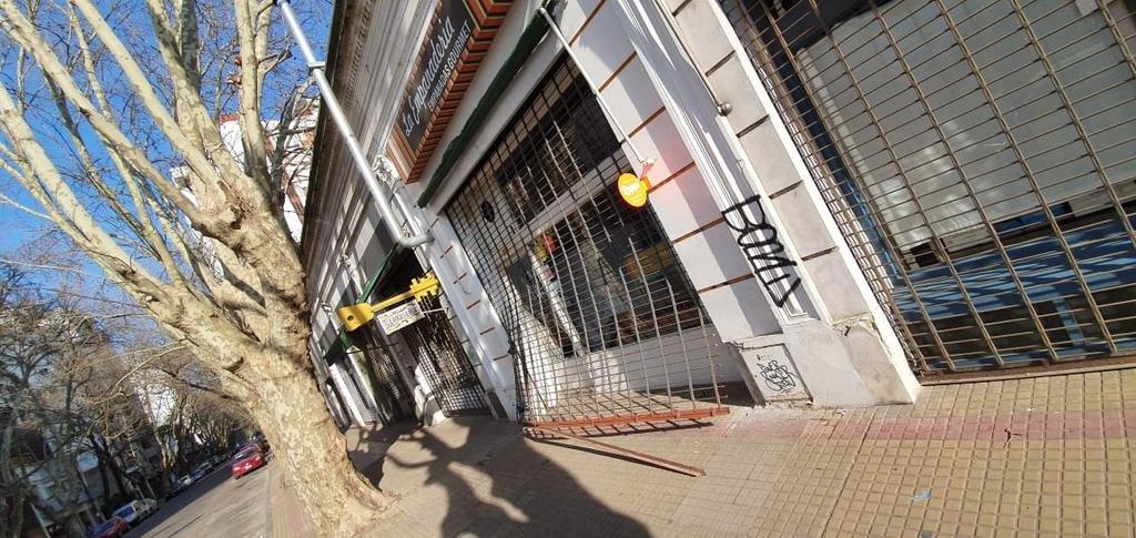 Una casa de comidas próxima a Plaza San Martín sufrió el tercer robo en diez meses
