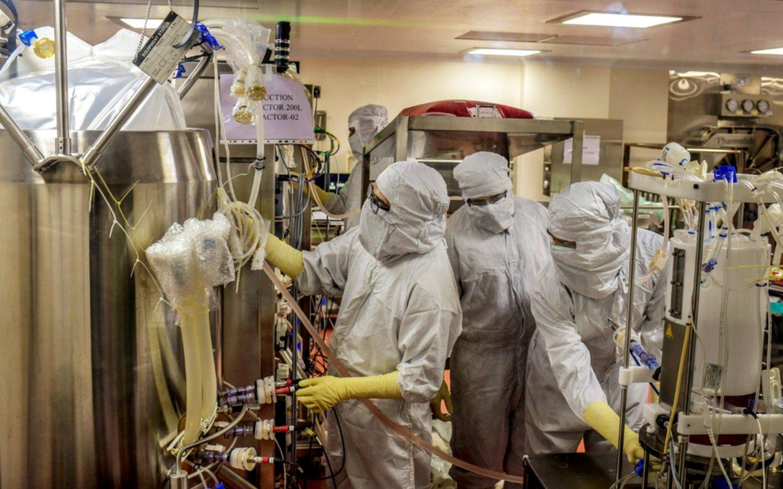 Multimillonaria empresa de India se adelanta y producirá en masa la vacuna de Oxford contra el COVID-19
