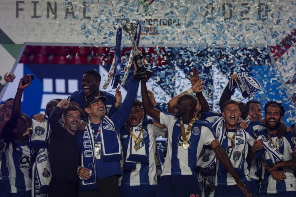 Con Marchesín en el banco, el Porto logró el doblete