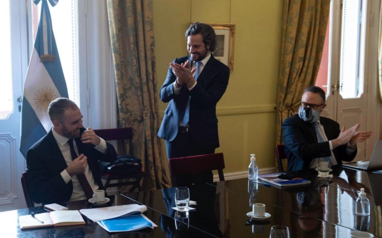 Guzmán fue recibido con aplausos por parte del gabinete económico