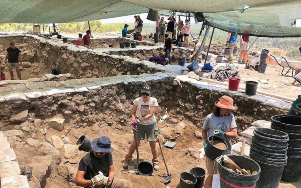 Hallanen Israel piezas de 3000 años de antigüedad que representarían la cara de Dios