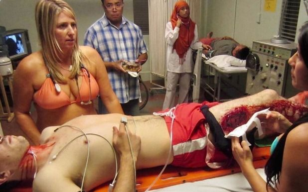 "La ""doctora bikini"": logró viralizar una particular forma de protesta"