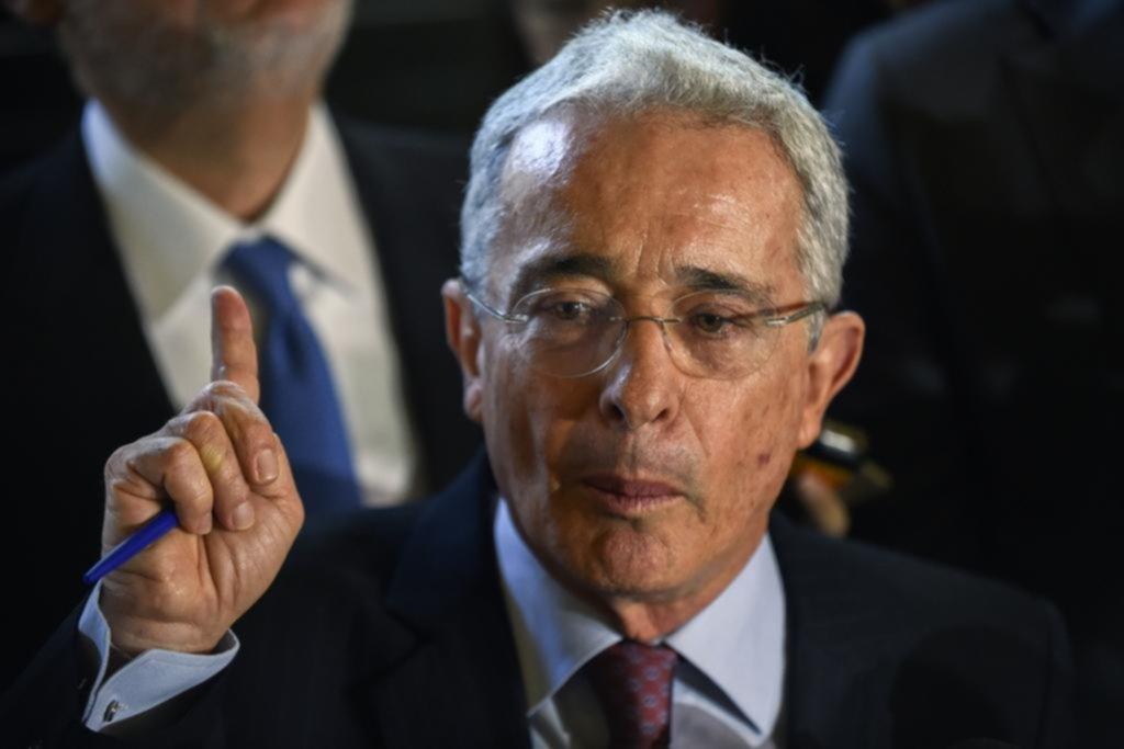 Uribe, entre la domiciliaria, el COVID-19 y la detención de un abogado afín