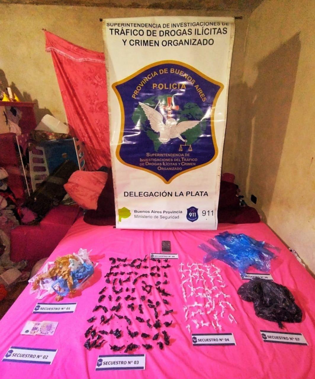 Dos mujeres detenidas acusadas de integrar banda de menudeo de drogas en El Palihue