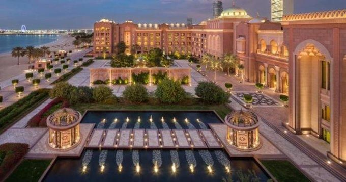 Ahora dicen que Juan Carlos I podría estar recluido en un fastuoso hotel de Abu Dabi
