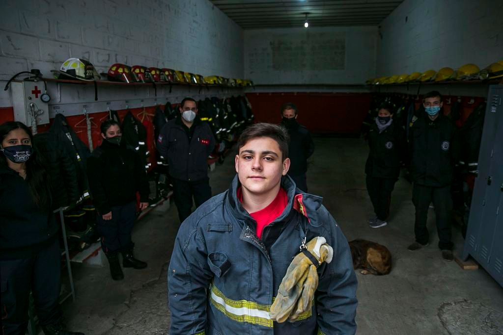 Lautaro, el bomberito platense que ya salva vidas a los 15 años