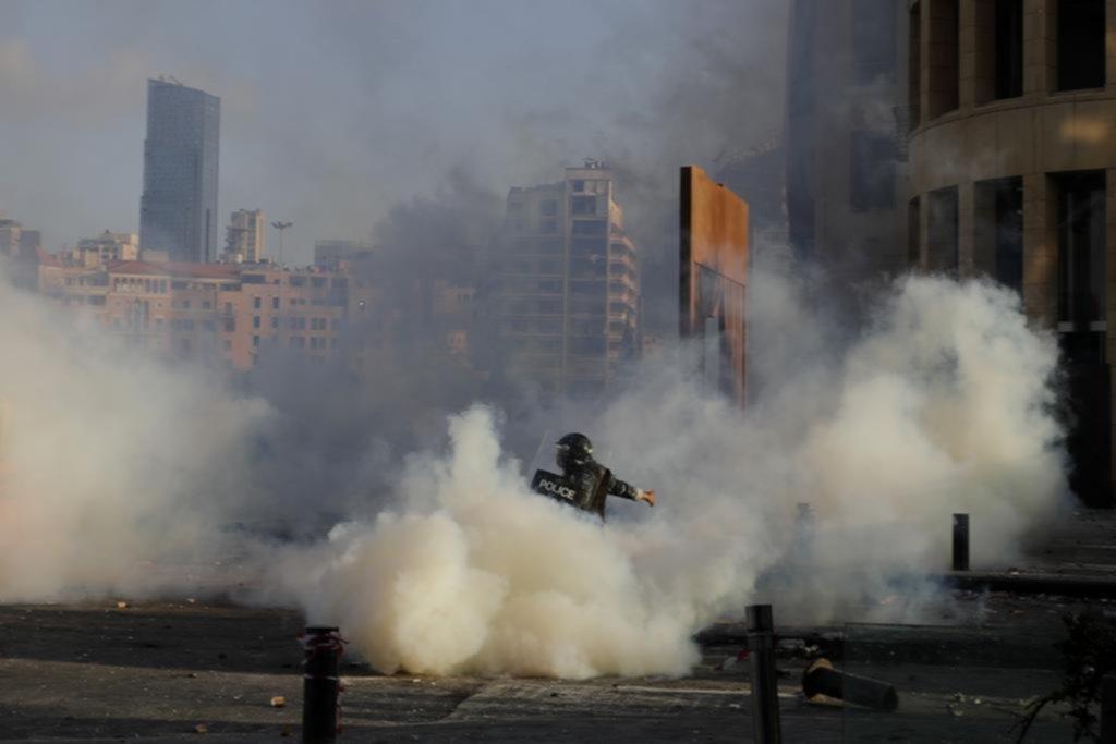 En una Beirut devastada, una protesta terminó en violencia