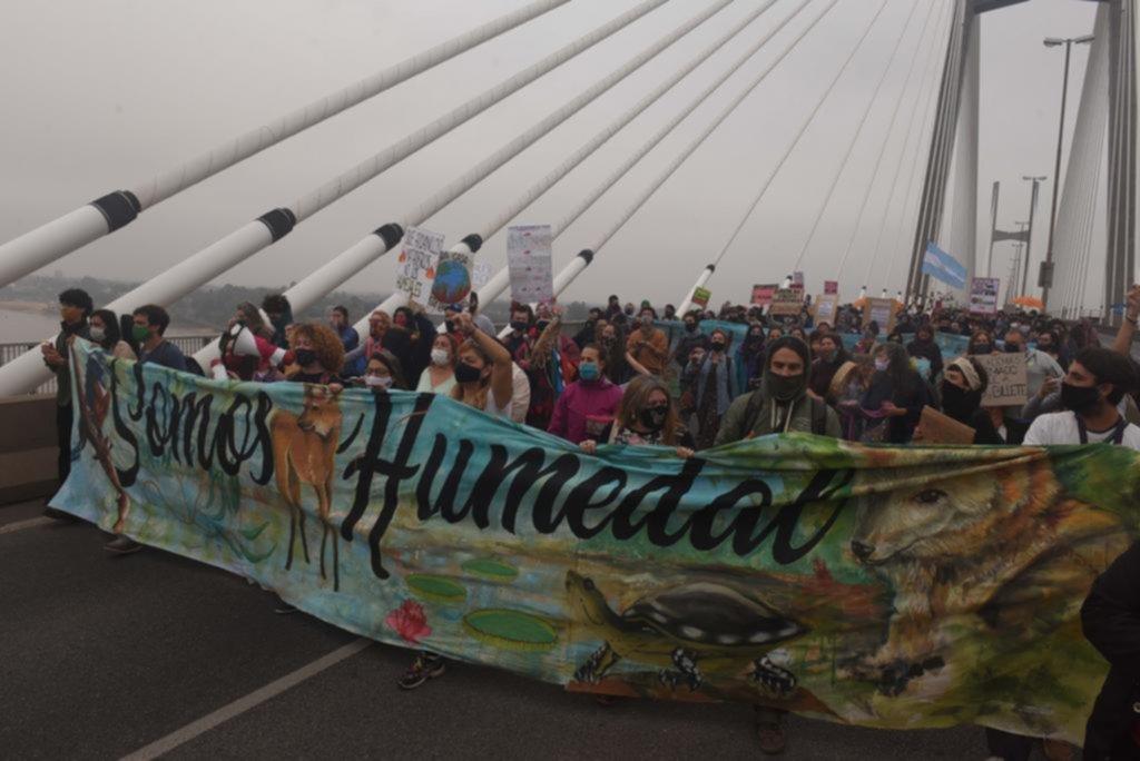 Marcha en Rosario por los incendios en el Delta
