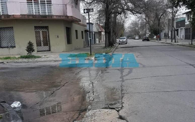 En 35 y 20 aseguran que tienen los patios inundados de aguas servidas