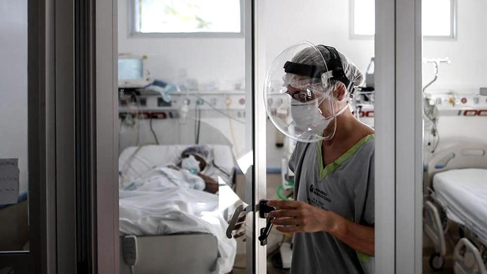 Un tratamiento con ibuprofeno nebulizado contra el virus genera expectativas en el país