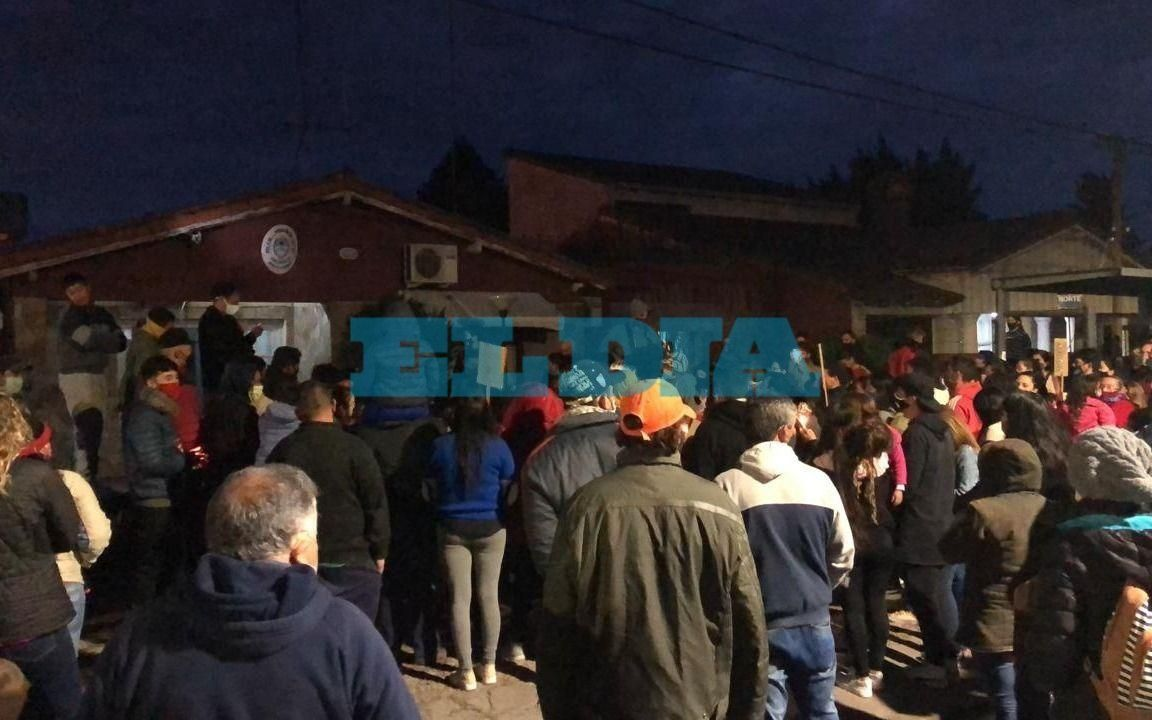 Marcharon hasta la comisaría de Gonnet para pedir Justicia por Rodrigo Alfonso