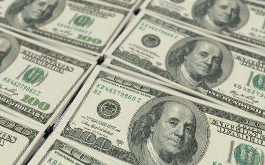 El dólar oficial cerró a $ 77,32 y el contado con liquidación avanza 2,7%, a $ 131,19