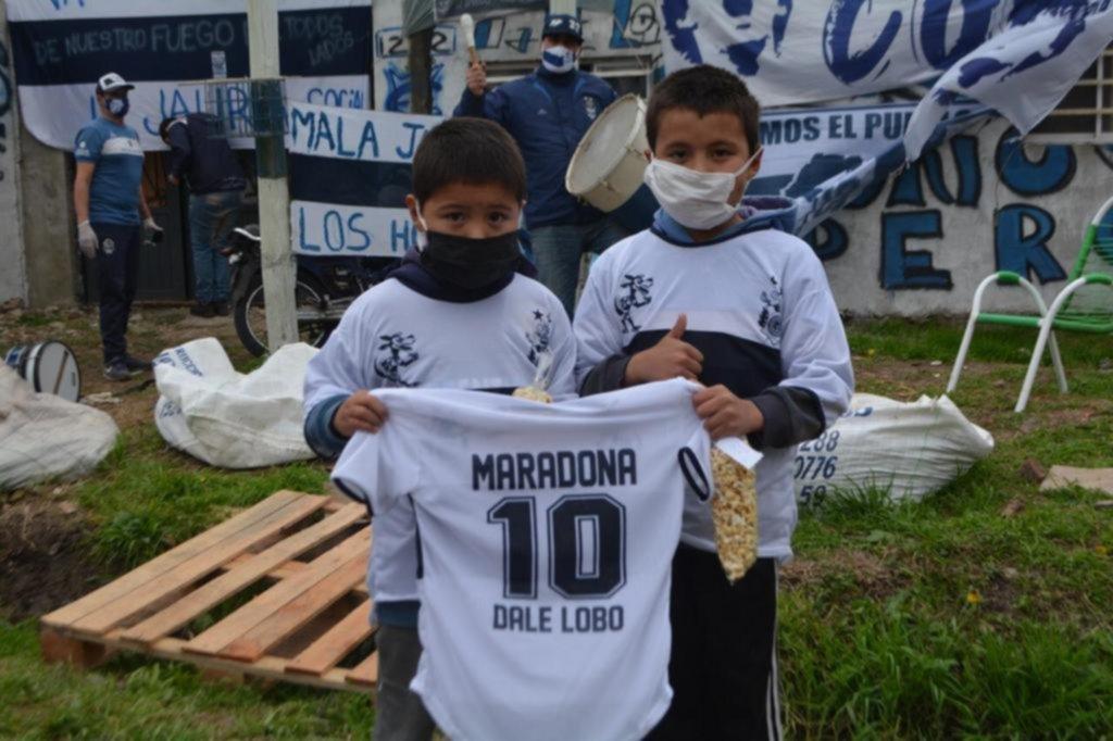 """Maradona y Troglio, por la campaña """"Dale Lobo"""""""