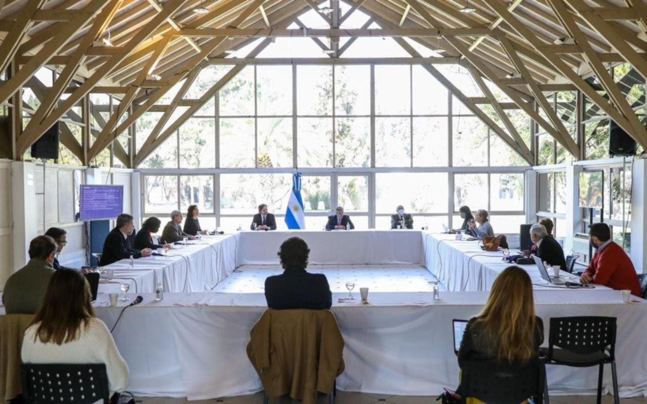 El consejo de los infectólogos a Alberto Fernández: no hablar más de cuarentena