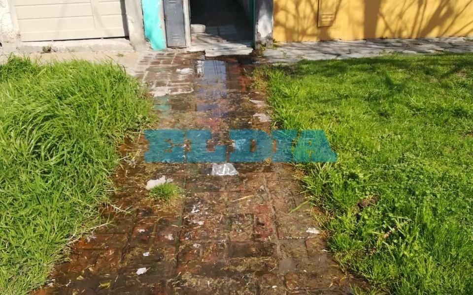 Renuevan reclamo por una abundante pérdida de agua en Tolosa