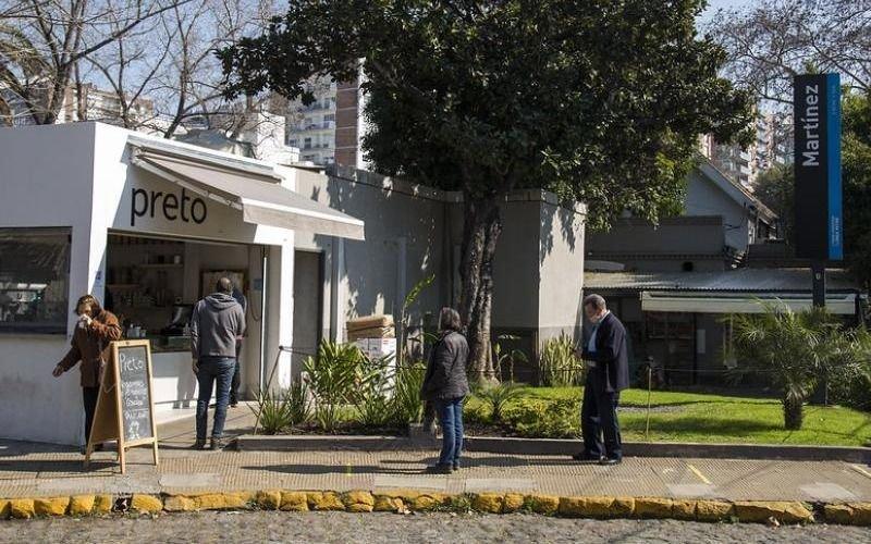 San Isidro habilitó bares al aire libre: ¿por qué La Plata, con menos contagios, no puede?
