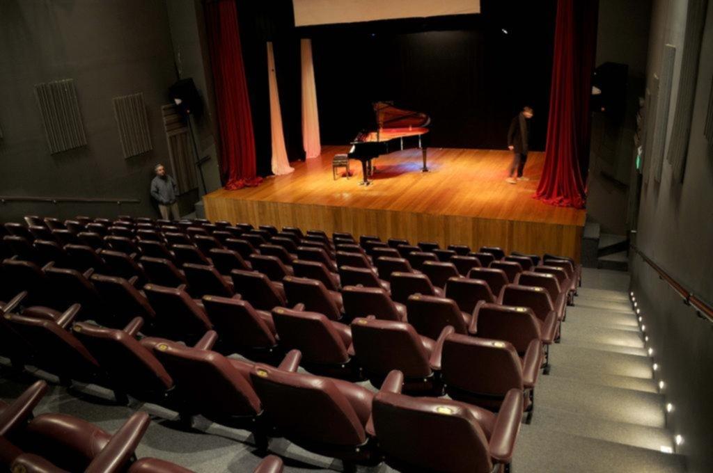 """La """"perla"""" de City Bell en crisis: buscan salvar al Teatro de Cámara"""