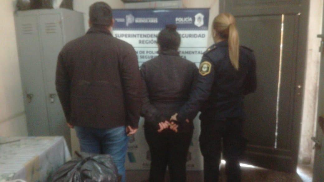 Una mujer fue detenida en Romero tras descubrir que llevaba marihuana en un rollo de cocina