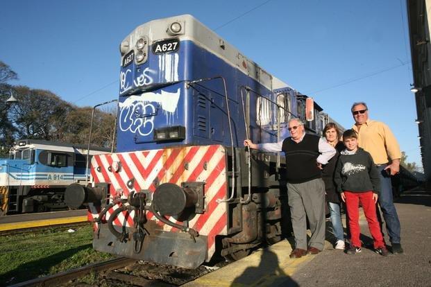 Nostalgia y expectativa en la Estación en la última jornada del tren diesel a Constitución
