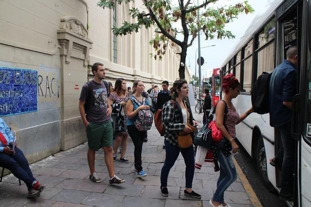 Electrificación del tren: piden que vuelva el servicio directo de colectivos a Constitución
