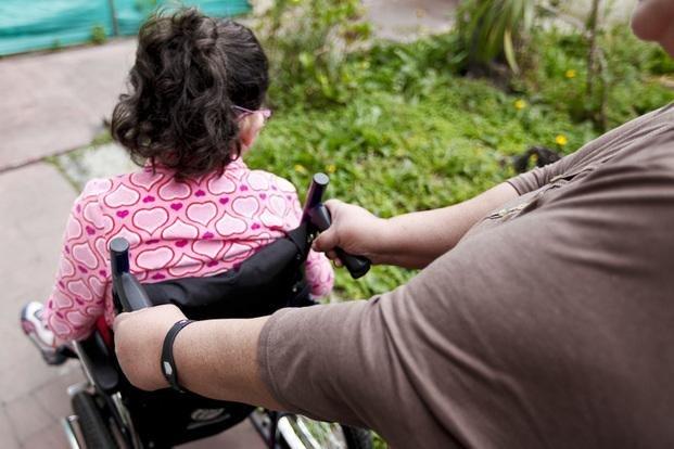 Resultado de imagen para asistente domiciliario para discapacitados