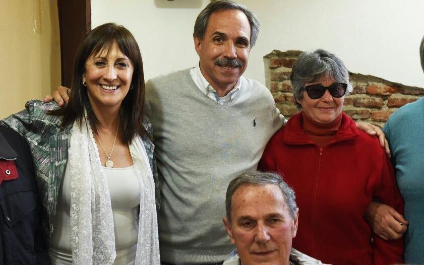 Mirta Tundis, junto a candidatos del massismo local