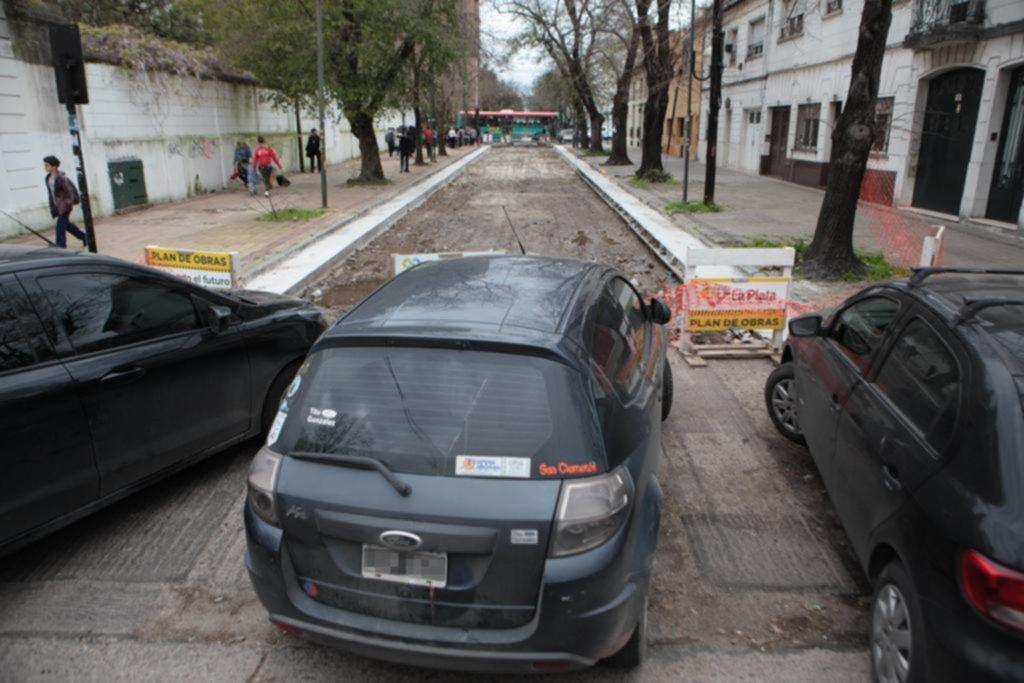 En 15 entre 50 y 51 quedaron de rehenes de una obra de pavimentación inconclusa
