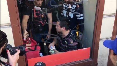 Cayó con 15 celulares y casi 100 mil pesos