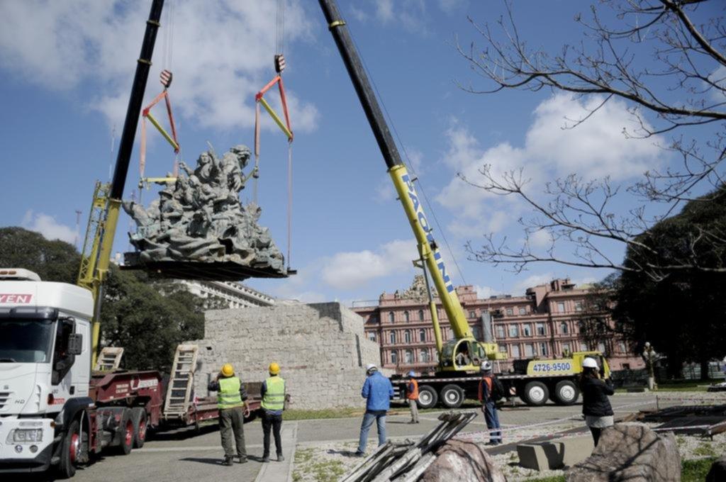 Mudanza para la estatua de Juana Azurduy