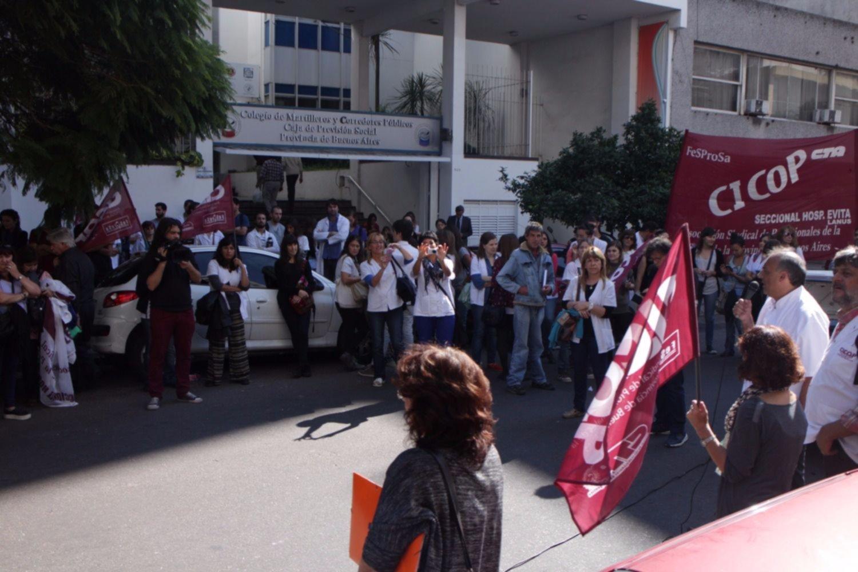 Jornada de protesta de médicos resentirá la atención en los hospitales públicos