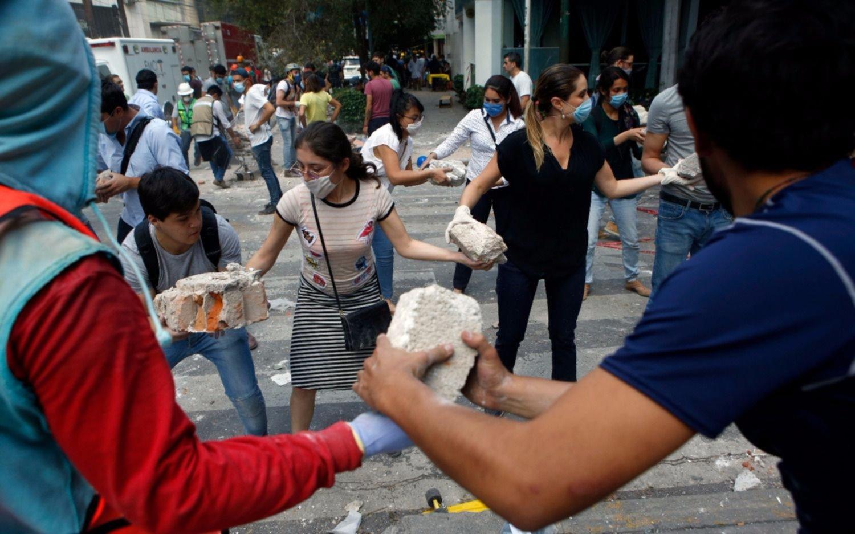 En México continúan las tareas de rescate mientras asciende a 273 la cifra de víctimas fatales
